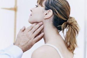 При раке лимфоузлов на шее образуются злокачественные опухоли