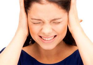При разрыве барабанной перепонки возникает вероятность проникновения инфекции в пораженное ухо