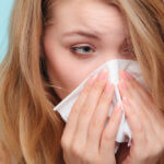Промывание носа помогает быстро и эффективное избавиться от заложенности носа и насморка
