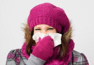 Причиной насморка могут бить вирусы, бактерии или аллергены