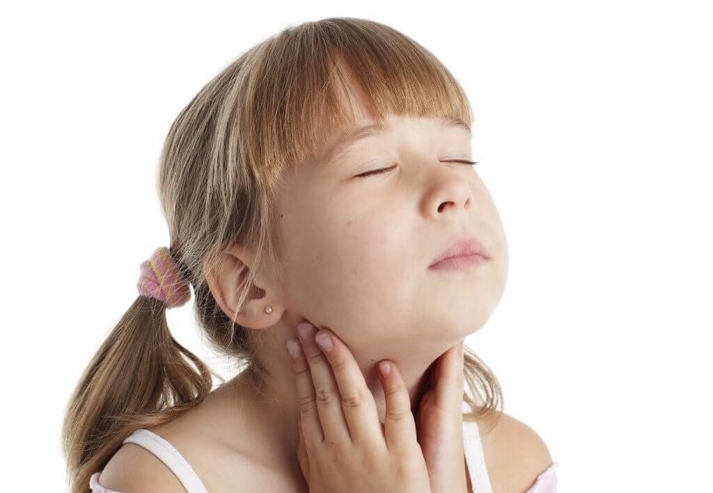 Часто болит горло у ребенка: что делать?