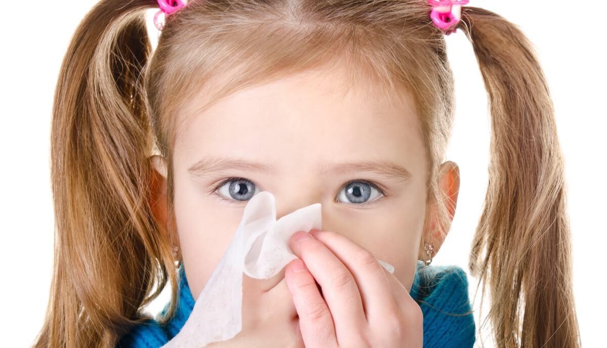 Гомеопатические таблетки и капли в нос от насморка для детей