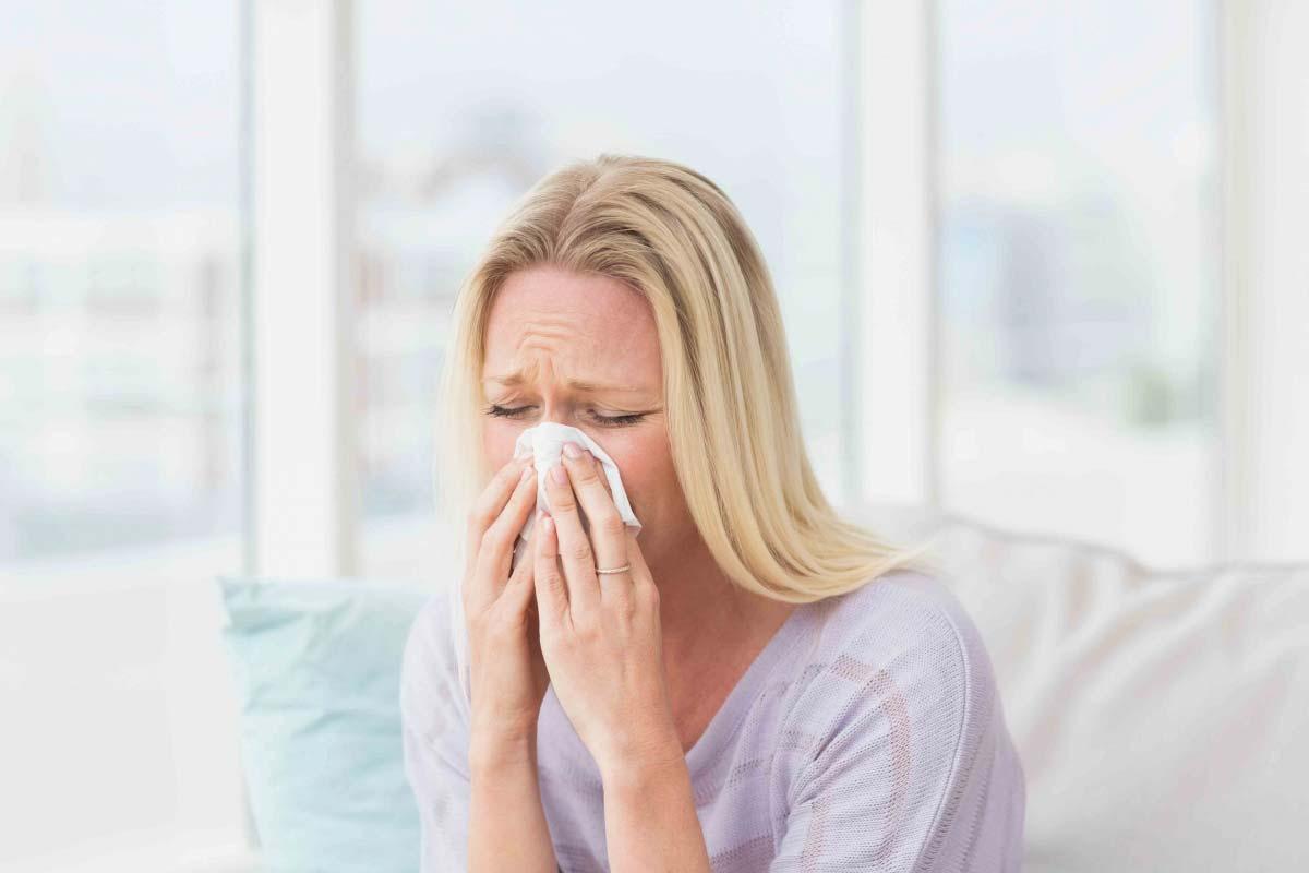 Насморк при беременности: что можно капать в нос?