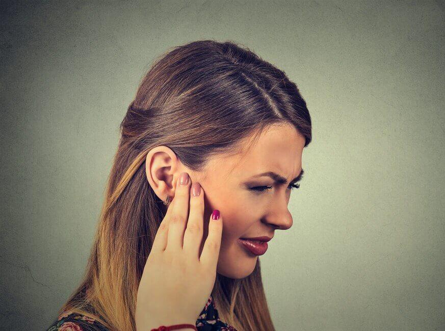 Треск в ушах при глотании — норма или патология?