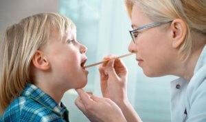 Чаще всего раствор Люголя назначается для лечения заболеваний горла