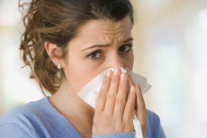 Капли и спреи в нос назначают в зависимости от причины его возникновения