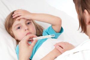 Боль в груди, температура, кашель, одышка и тахикардия – основные симптомы недуга
