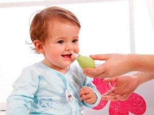 Промываем нос ребенку правильно!