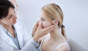 Обследуем полость носа у ЛОР-врача