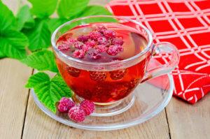 Лечим приступы кашля чаем из малины!
