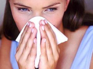 Сок алоэ снимает отечностью и обеззараживает болезнетворные бактерии и вирусы