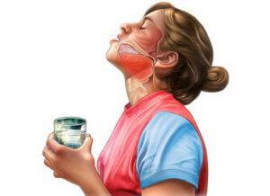 Полоскание горла поможет устранить воспаление и боль в глотке