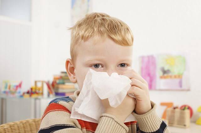 Что нужно делать при заложенности носа у ребенка, чтобы быстро вылечить?