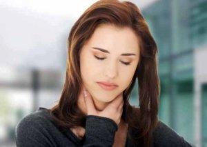 Боль в гортани могут спровоцировать как физиологические, так и патологические факторы
