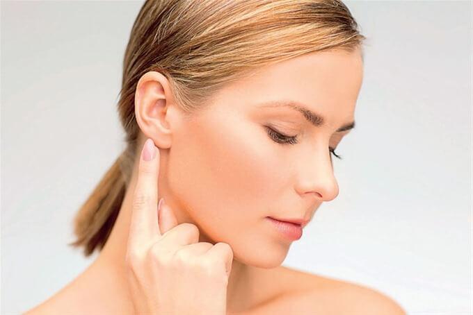 Болит и воспалился лимфоузел за ухом: почему и что делать?