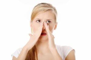 Сухость в носу может спровоцировать образование корок на слизистой