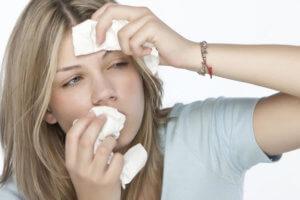 Вызвать сопли могут бактерии, вирусы и аллергены