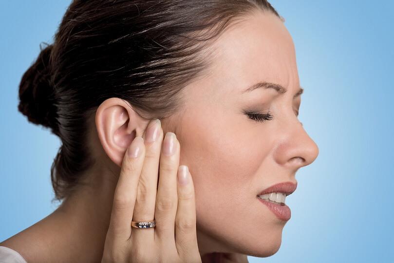 Чирей в ухе: основные признаки и методы лечения