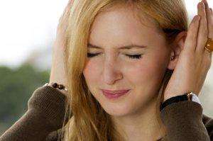 Осторожно! Прострелы в ухе могут быть признаком серьезной патологии