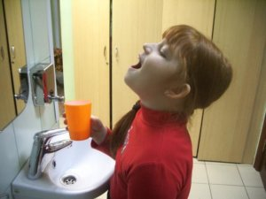 Лечим больное горло методом полоскания!