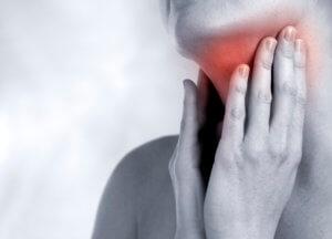 Боль в горле возникает в результате воспалительного процесса в нем