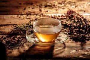 Банные процедуры нужно совмещать с питьем чаев из лечебных трав от кашля