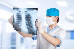Диагностировать бронхит можно с помощью рентгена грудной клетки