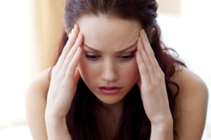Неправильное применение может вызвать головную боль, тошноту, сухость во рту и глотке