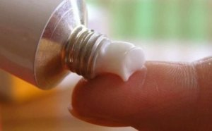 Мазы для носа от заложенности используются в комплексной терапии простудных заболеваний