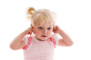 Экссудативный отит характеризуется накоплением жидкости в полости среднего уха