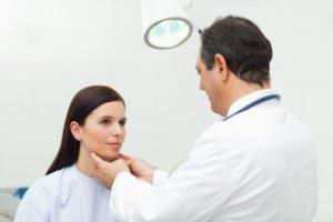 Лечение зависит от места локализации и размеров кисты
