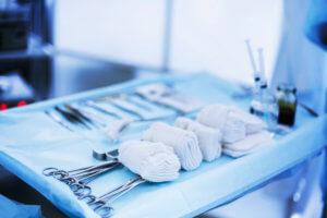 Запущенная гнойная форма перихондрита требует хирургического вмешательства