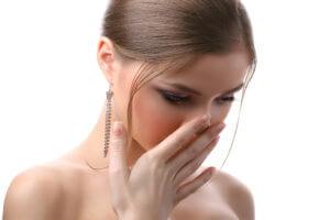 Сухость в носу создает не только дискомфорт, но и затрудняет носовое дыхание