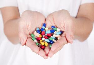 При влажном кашле нужно принимать отхаркивающие таблетки