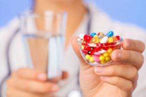 Медикаментозная терапия состоит из антибактериальных препаратов