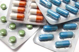 При сухом кашле используются противокашлевые таблетки