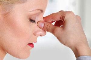 Сухость в носу может быть вызвана как патологическими, так и физиологическими факторами