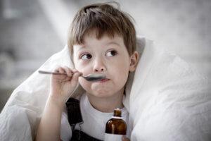 Препараты от кашля для детей лучше давать в форме сиропа