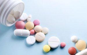 При сухом кашле нужно принимать противокашлевые препараты