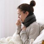 Сильный сухой кашель без температуры может быть признаком начинающейся простуды
