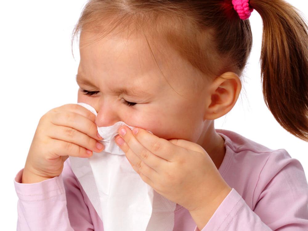 Чем опасен ринофарингит у ребенка и как правильно его лечить?