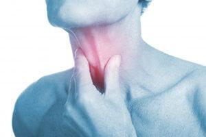 Сильная боль в горе при глотании может быть признаком разных заболеваний