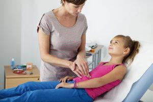 При появлении побочных реакций нужно отменить прием сиропа и обратиться к врачу!