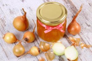 Лук с медом поможет быстрее вывести мокроту