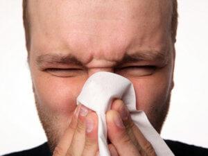 Эрозии и язвы в носовых ходах могут указывать на наличие доброкачественной или злокачественной опухоли