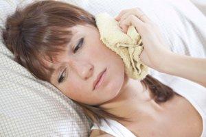 Лечим отит согревающими компрессами, если температура тела в норме