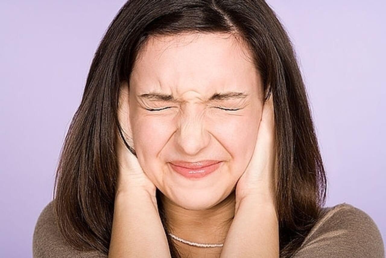 Шум в ушах – что это за симптом и как от него избавиться?