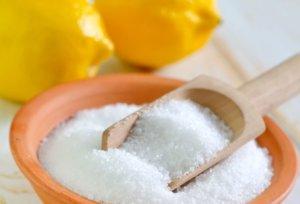 При скарлатине можно полоскать горло и ротовую полость раствором лимонной кислоты