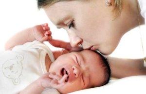 Красное горло у малыша может быть признаком ангины