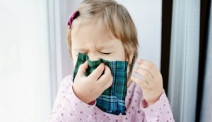 Препарат применяют для симптоматического лечения заложенности носа и вспомогательной терапии при среднем отите